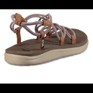Tea Voya infinity sandals